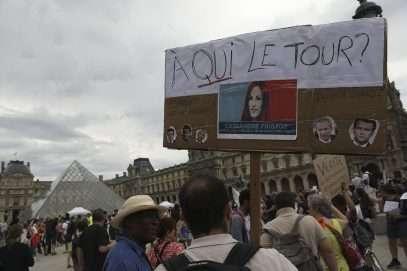 Des milliers de personnes manifestent en France contre le « pass Covid »