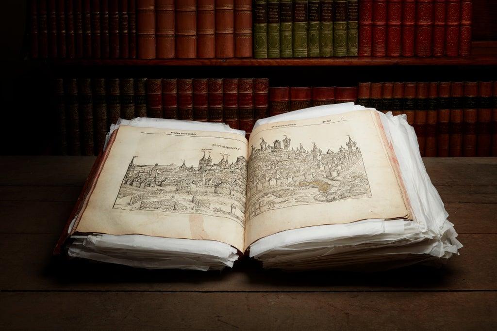 Un livre imprimé mécaniquement des années 1400 aux enchères, à Édimbourg.