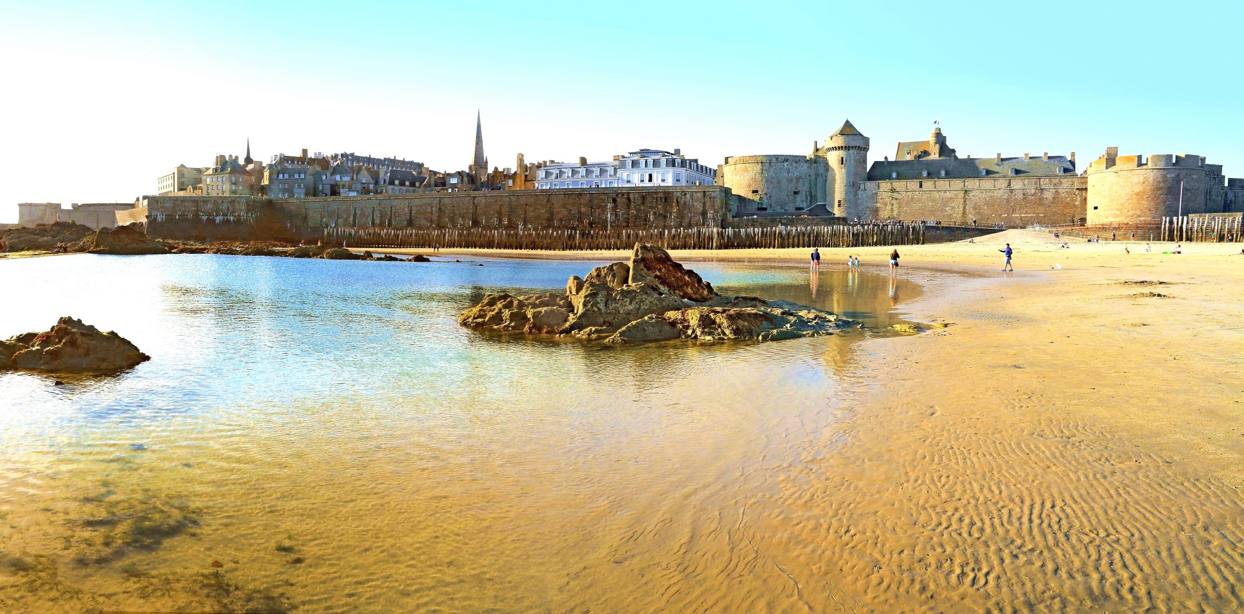 Plage de Saint-Malo, celle de Fort National parmi les plus belle de France