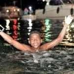 À 12 ans, il parcourt 40 km à la nage pour Octobre Rose