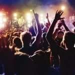 Des discothèques parisiennes se transforment en bars-restaurants